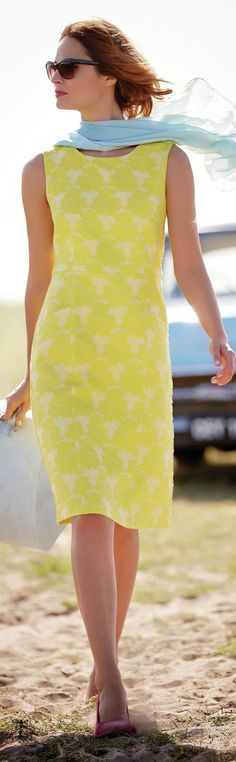 Pantone Custard yellow 2015 - http://www.boomerinas.com/2013/04/29/trends-for-spring-summer-clothes-for-real-women-over-40-2/