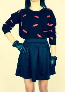 www.looksgoodonline.pl #redmouth#sweater#blackskirt#sporty#elegant#