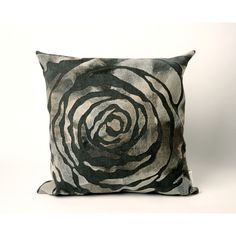 Liora Manne Dyed Roses 20-inch Throw Pillow (Dyed Roses Charcoal (20 x 20)), Black (Synthetic Fiber, Floral)