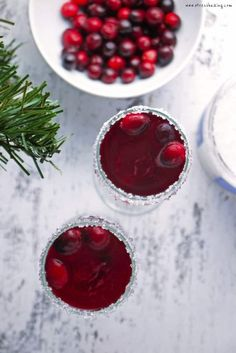 Cranberry Mimosas A cranberry lover s version of the standard mimosa Tart cranberries pair perfectly with a sugar-rimmed glass and sparkling champagne bubbles The perfect holiday cocktail or Christmas cocktail Christmas Brunch Menu, Christmas Breakfast, Christmas Drinks, Holiday Drinks, Christmas Treats, Holiday Recipes, Holiday Punch, Christmas Recipes, Cranberry Champagne Cocktail
