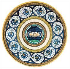 Plate with Fede Motif, Emilia-Romagna, Faenza, ca. 1490–1510, Tin-glazed earthenware (maiolica); Diam. 11 1/4 in. (28.5 cm). Fondazione Cassa di Risparmio di Perugia (Wilson-Sani 20)