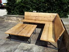 Most Affordable and Simple Garden Furniture Ideas Corner Garden Seating, Outdoor Corner Bench, Built In Garden Seating, Diy Garden Seating, Corner Bench Seating, Backyard Seating, Diy Corner Sofa, Garden Seats, Seating Areas
