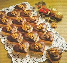 Likérová srdíčka Baking Recipes, Cookie Recipes, Toffee Bars, Wedding Appetizers, Czech Recipes, Christmas Cooking, Holiday Cookies, Sweet Recipes, Cupcake Cakes