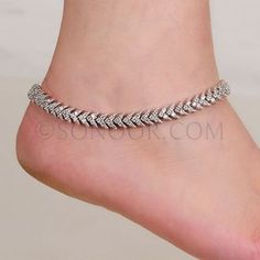 Fashion Anklets Bracelets - Add flare to your style, express your creativity Antique Jewellery Designs, Fancy Jewellery, Gold Jewellery Design, Stylish Jewelry, Fashion Jewelry, Latest Jewellery, Gold Jewelry, Custom Jewelry, Payal Designs Silver