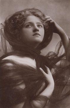 Ivy Close, 1908