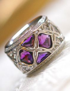 The colourful majesty of IMPERIALE purple. Its herald is the amethyst.