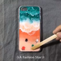 Are you looking for DIY Phone Case? Yes, the cute phone case is very expensive, you can totally make one phone case by yourself Easy Crafts How To Make Phone Case – DIY Crafts Cute Phone Cases, Diy Phone Case, Diy Crafts For Girls, Diy And Crafts, Diys, Diy Y Manualidades, Diy Papier, Clay Crafts, Wooden Crafts
