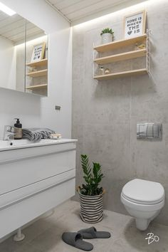 laatat Bathroom Toilets, Laundry In Bathroom, Modern Laundry Rooms, Bathroom Design Inspiration, Apartment Layout, Bathroom Essentials, Home Spa, White Tiles, Home Reno