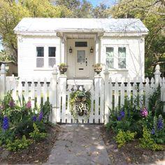 Palatka, Florida's south historicdistrict #white #cottage #garden