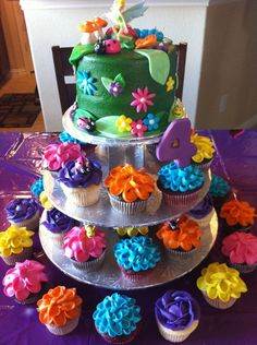birthday cake/cupcakes..so cute! Tinkerbell....