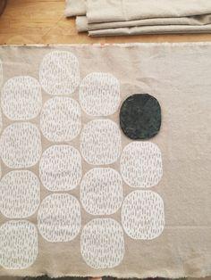 Stamp Printing, Screen Printing, Block Printing On Fabric, Block Print Fabric, Linoleum Block Printing, Block Printing Designs, Stencil Printing, Hand Printed Fabric, Fabric Painting