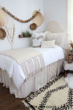 Natural macrame dorm bedding and dorm room decor. Shop this year's hottest dorm room trends. Get inspired with our college dorm room ideas and dorm room organization tips. It's college dorm ro Dorm Bedding Sets, Twin Xl Bedding, Queen Bedding, Dorm Room Designs, Bedroom Designs, Dorm Room Organization, Cute Dorm Rooms, Boho Dorm Room, Dorm Room Beds