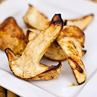 Roasted Matsutake Mushrooms: Everyone seems to agree that simple preparations are the best way to showcase the unique qualities of the matsutake. This simple method of first marinating, then roasting matsutake mushrooms brings out their flavors fully.