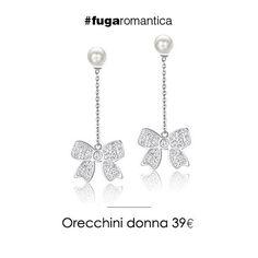 Orecchini in acciaio pendenti, con perla sintetica e bianca, resina e cristalli bianchi Luca Barra Gioielli. #orecchini #gioiellidonna #lucabarra #newcollection #tendenzemoda #pe2015