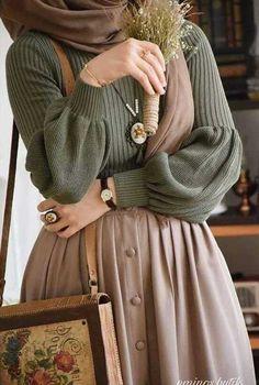 Minus the scarf thingy. Minus the scarf thingy. - Tesettür Triko Modelleri 2020 - Tesettür Modelleri ve Modası 2019 ve 2020 Hijab Fashion Inspiration, Mode Inspiration, Fashion Ideas, Hijab Outfit, Hijab Dress, Hijab Casual, Ootd Hijab, Girl Hijab, Muslim Fashion