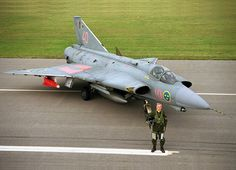 MILAVIA Aircraft - SAAB J 35 Draken picture gallery with photos of prototype, operational and museum aircraft. Military Jets, Military Weapons, Military Aircraft, Fighter Aircraft, Fighter Jets, Saab 35 Draken, Jas 39 Gripen, Swedish Air Force, Airplane Design