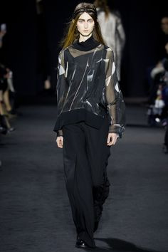 Ann Demeulemeester Fall 2016 Ready-to-Wear Fashion Show - Klementyna Dmowska (Next)