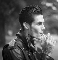 If you're into vintage cool hairstyles like pompadours and super slicked looks, you'll love our 25 favorite rockabilly and greaser hair styles for men. Hipster Hairstyles Men, Mens Hairstyles 2018, Slick Hairstyles, Haircuts For Men, Trendy Hairstyles, Haircut Men, Greaser Hairstyle, Barber Haircuts, Undercut Hairstyle