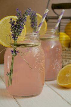 Limonada rosa con lavanda