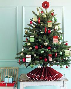 Picture 7403 « 21 Christmas Tree Skirts to Make | The New Home Ec