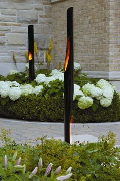 There are lots of pergola designs for you to choose from. You can choose the design based on various factors. First of all you have to decide where you are going to have your pergola and how much shade you want. Landscape Lighting, Outdoor Lighting, Outdoor Decor, Lighting Ideas, Pergola Lighting, Small Backyard Landscaping, Modern Landscaping, Landscaping Ideas, Modern Patio