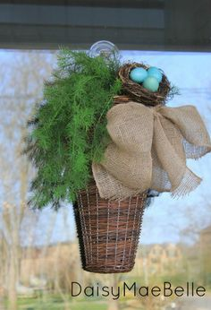 Easy Burlap Bow and Basket | daisymaebelle