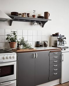 renovated kitchen with grey painted doors Kitchen Dining, Kitchen Decor, Kitchen Cabinets, Dining Rooms, Gravity Home, Compact Living, Scandinavian Interior Design, First Apartment, Painted Doors