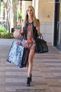 Kristin Cavallari looking very stylish, goes shopping at HomeGoods http://icelebz.com/events/kristin_cavallari_looking_very_stylish_goes_shopping_at_homegoods/photo2.html