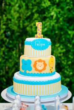 A festa do Felipe foi planejada e feita  com muito carinho...A mamãe Camila queria o tema safari mas teria que  ser algo bem mais delicado ...