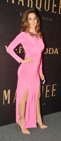 Bollywood A-Listers Flock To Karan Johar's Fashion Show Bollywood Celebrities, Bollywood Fashion, Bollywood Actress, Female Celebrities, Beautiful Indian Actress, Beautiful Actresses, Hot Actresses, Indian Actresses, Kiara Advani Hot