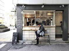 Coffee to go Tokyo - a day magazine Japanese Coffee Shop, Small Coffee Shop, Coffee Store, Coffee To Go, Coffee Shop Design, Coffee Cafe, Coffee Brewers, Cafe Interior, Shop Interior Design