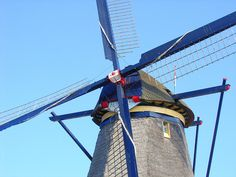 Close-up shot of the Windmill cap that can rotate a full 360 degrees if necessary. All content and photography are the copyrighted property of EuroTravelogue™. Unauthorized use is prohibited.