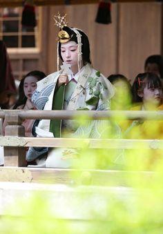 5月4日 : On May 4 in every year, Saio-dai Misogi no gi (a purifying ceremony of the acting High priestess) takes place. Kamigamo-shrine,Kyoto