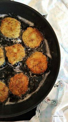 Falafel er det perfekte, sprøde, syndige tilbehør til alt fra pitabrød til pomfritter, og det er meget lækkert og nemt at lave dem selv - skal vi?
