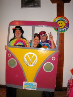 WOULD be cute as a photobooth Great photo booth for hippie party. Birthday party could tie die t-shirts. Hippie Birthday Party, 70th Birthday Parties, 17th Birthday, Fiesta Flower Power, 60s Theme, 60s Party Themes, 70s Theme Parties, 1970s Party Theme, 1960s Party