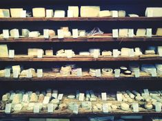 The small state of Vermont hosts dozens of artisan cheesemakers creating a huge variety of cheeses. Here is a list of the 10 best cheesemakers. Cheese Platters, Food Platters, How To Make Cheese, Food To Make, Spanish Olive Oil, Spanish Olives, Roast Fish, Aged Cheese, Culinary Classes