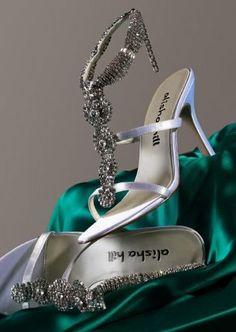 zapatos-plateados con pedreria