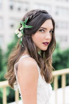 Wedding Hair Down Wedding hairstyle idea; Featured Photographer: Whiskers and Willow Photography - Wedding Hairstyle Inspiration Curly Wedding Hair, Elegant Wedding Hair, Wedding Hair Down, Trendy Wedding, Luxury Wedding, Unique Wedding Hairstyles, Boho Hairstyles, Headband Hairstyles, Bridal Hair And Makeup