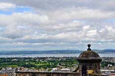 When you're in #Edinburgh you should definitely go up the castle. The #view is amazing!Wenn Du in Edinburgh bist dann solltest Du auf jeden Fall das #Schloss hoch. Die #Aussicht ist großartig!
