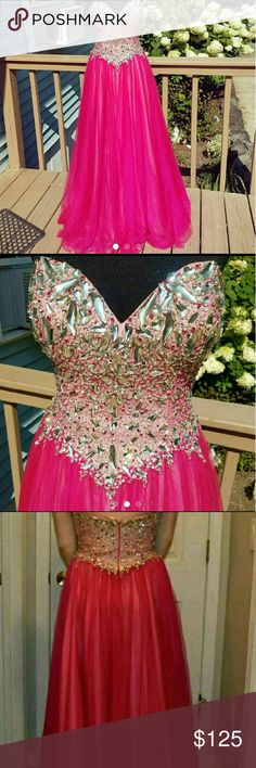 GORGEOUS Terani Couture Beaded Sweetheart Gown Size 4. In LIKE NEW CONDITION! This dress is literally GORGEOUS. Paid $350 for it and only wore it for two hours at prom. Comes with dress bag too! Terani Couture Dresses Prom