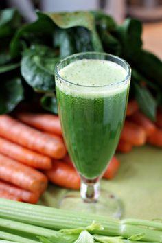 Odkąd zielone smoothies wkroczyły w moje życie zamarzyłam o wyciskarce do soków, zwłaszcza takiej, która poradziłaby sobie z liściastą z...