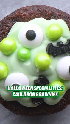Halloween Baking, Halloween Desserts, Halloween Food For Party, Halloween Cookies, Halloween Treats, Fun Desserts, Delicious Desserts, Dessert Recipes, Yummy Food