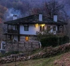 Orient House, Serbia And Montenegro, Mediterranean Home Decor, Earth Homes, European House, My Secret Garden, Modern Landscaping, Cabin Homes, Traditional House