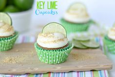 Key-lime cupcakes with a graham-cracker crust and cream-cheese frosting--Confessions of a Cookbook Queen Key Lime Cupcakes, Key Lime Cake, Yummy Cupcakes, Köstliche Desserts, Delicious Desserts, Yummy Food, Key Lime Kuchen, Mini Cakes, Cupcake Cakes