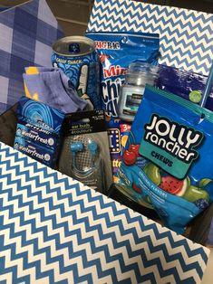 Blue Gift Basket, Girl Gift Baskets, Themed Gift Baskets, Birthday Gift Baskets, Diy Best Friend Gifts, Cute Gifts For Friends, Bf Gifts, Cute Birthday Gift, Happy Birthday Gifts