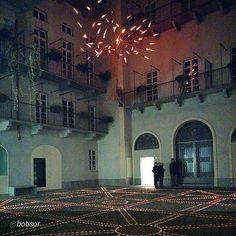 #Torino raccontata dai cittadini #inTO foto di bobsor Buona serata dal palazzo + bello del mondo! #Torino #Italia #italy #alfieri6 #thenumber6 #giardinosospeso #beatifulpalaceoftheworld #lights #redlight #architettura