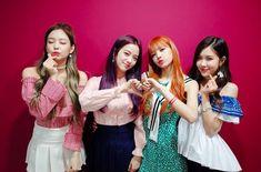 """¡Es increíble, pero ya ha pasado un año desde que BLACKPINK debutó y ha sido un año espectacular para ellas! El 8 de agosto del 2016, el grupo femenino de YG Entertainment hizo su debut con el álbum sencillo """"Square One"""", del cual presentaron dos canciones tituladas """"BOOMBAYAH"""" y """"Whistle"""". El video musical de""""BOOMBAYAH"""" se …"""