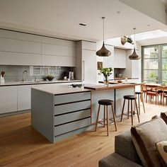 Open plan kitchen living room - Fascinating Kitchen Layout Ideas 2019 (A Guide for Kitchen Designs) – Open plan kitchen living room Open Plan Kitchen Diner, Contemporary Kitchen, Open Plan Kitchen Dining, Living Room Kitchen, Urban Kitchen, Open Plan Kitchen Living Room, Modern Kitchen, Kitchen Layout, Scandinavian Kitchen Design