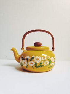 Vintage Yellow Daisy Enamel Teapot
