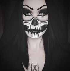 Instagram user @lovecraft_witchhearts is blowing our minds with this half-face skull look! #eyebrowenvy